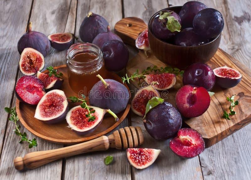 Figues, prunes et miel images stock