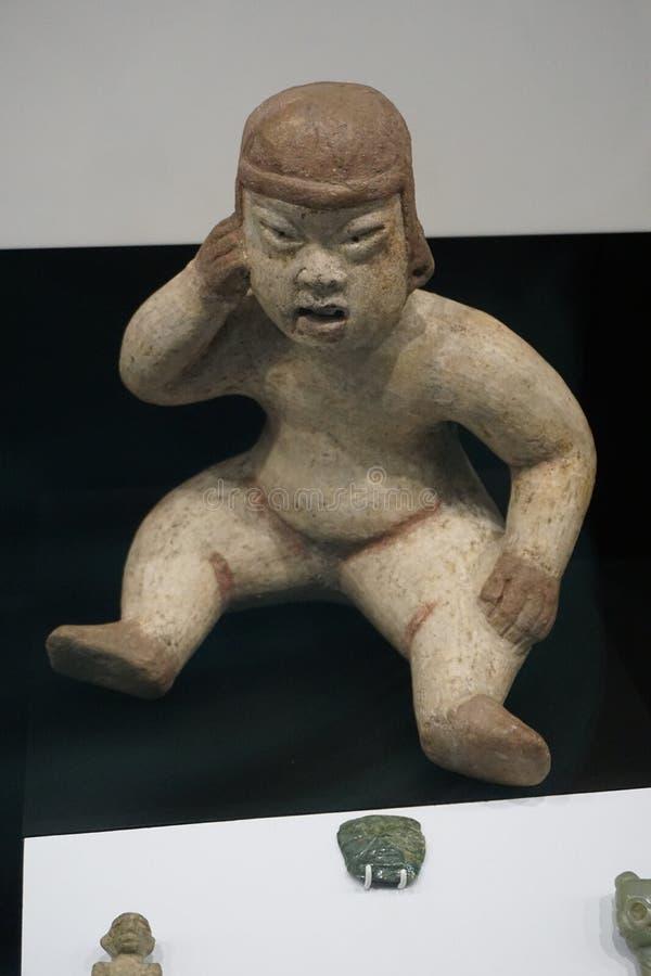 Figura asiática de un niño con el sombrero imágenes de archivo libres de regalías