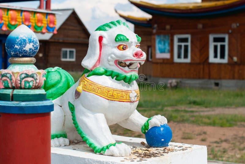 Figura budista de um leão da neve em Ivolginsky datsan fotos de stock royalty free