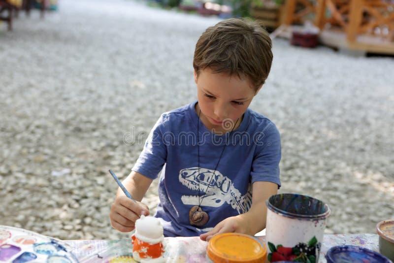 Figura da argila da pintura da criança fotos de stock
