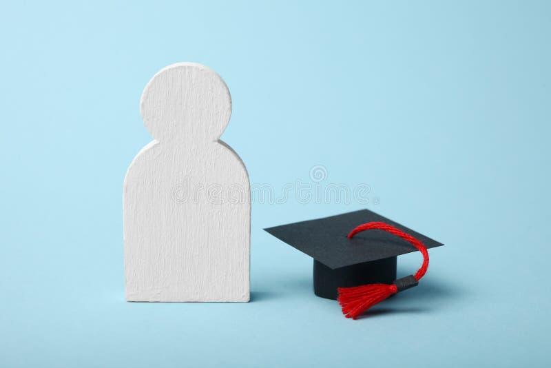 Figura de aprender a gente Concepto de la educaci?n escolar de la universidad y fotos de archivo libres de regalías