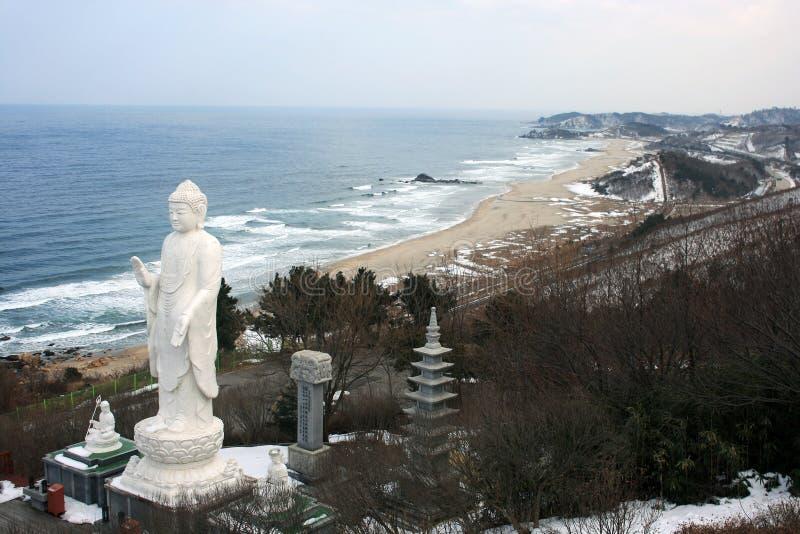 Figura de Buddha que se sienta en la frontera entre la Corea del Sur y Corea del Norte  fotos de archivo