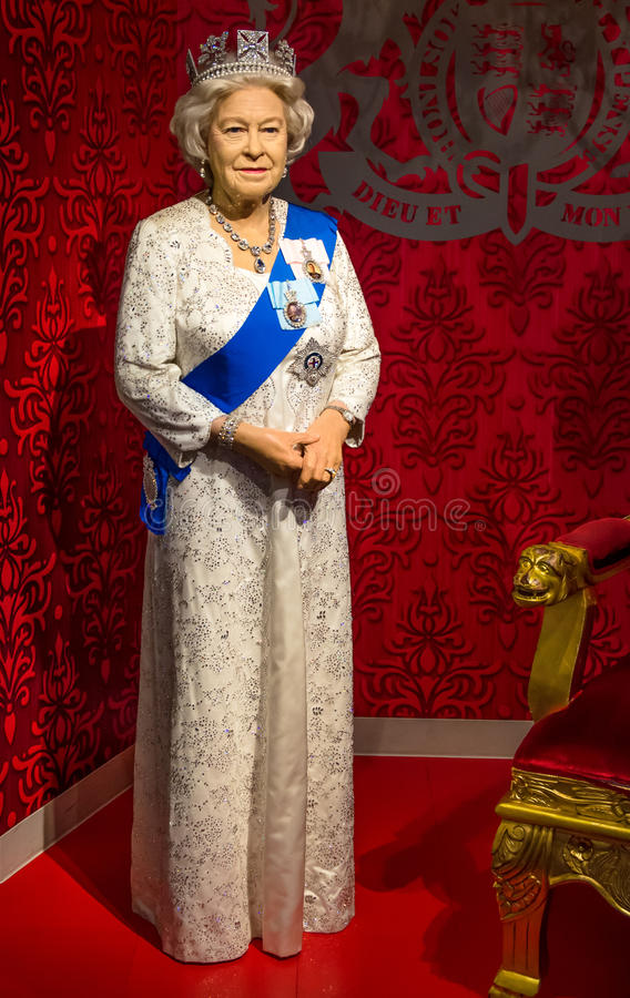A figura de cera da rainha Elizabeth II na senhora Tussauds Singapore imagem de stock royalty free