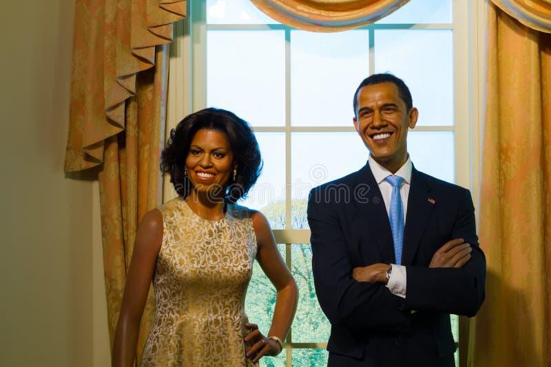 Figura de cera de Barack Obama y de su esposa fotos de archivo