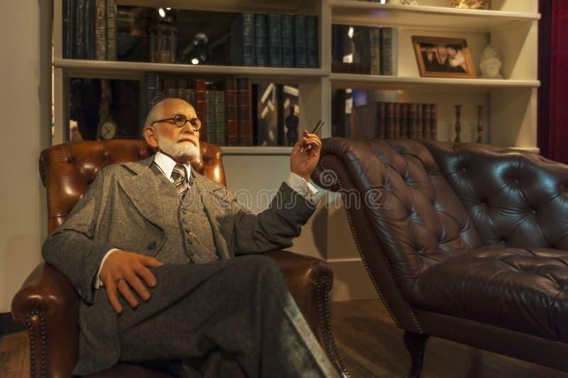 Figura de cera de Sigmund Freud fotos de archivo