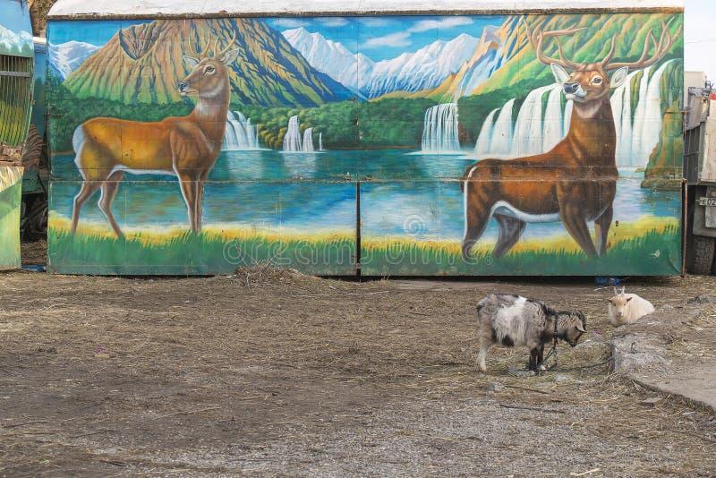 Figura de ciervos en el parque zoológico móvil de Moscú del remolque foto de archivo libre de regalías