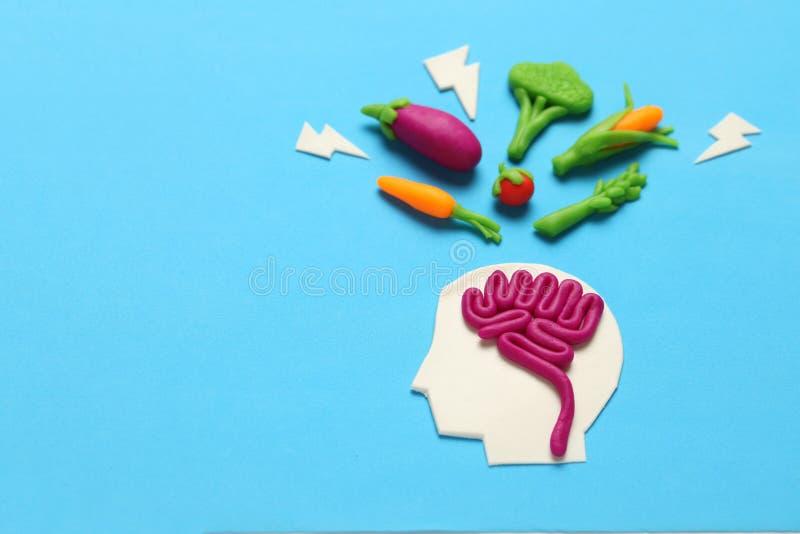 Figura de la plastilina del hombre y de la comida vegetariana Comida para la mente, carga de la energ?a Forma de vida, desintoxic imagenes de archivo