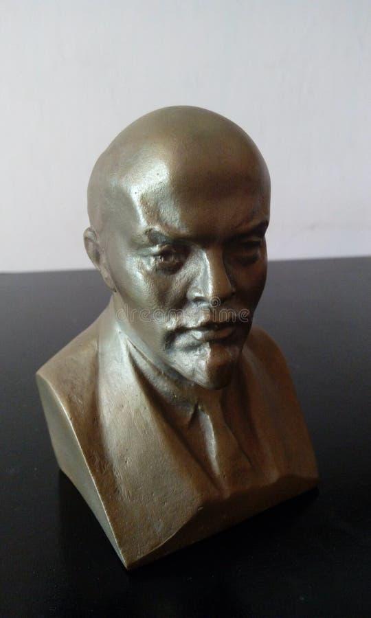 Figura de Lenin en fondo blanco y negro fotos de archivo