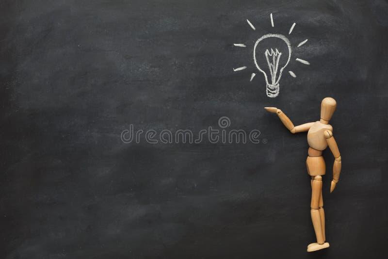 A figura de madeira tem uma ideia fotografia de stock royalty free