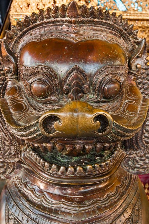 Download Figura De Madera En El Templo Antiguo De Wat Phra Kaew En Tailandia Bangkok Foto de archivo - Imagen de oriental, sunset: 44854160