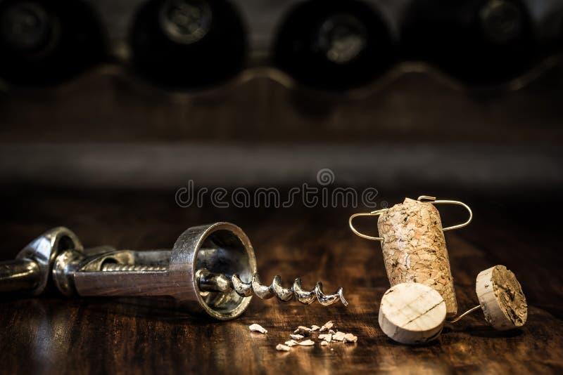 Figura del corcho del vino, porción del concepto de dolor de cabeza fotos de archivo