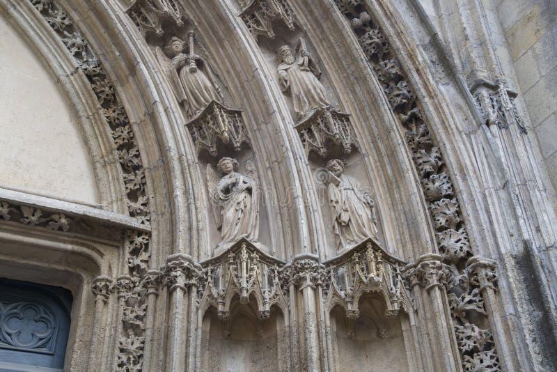 Figura del santo; Iglesia del Saint Pierre; Burdeos imagen de archivo