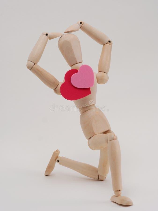 Figura di legno amore di manifestazione fotografia stock libera da diritti