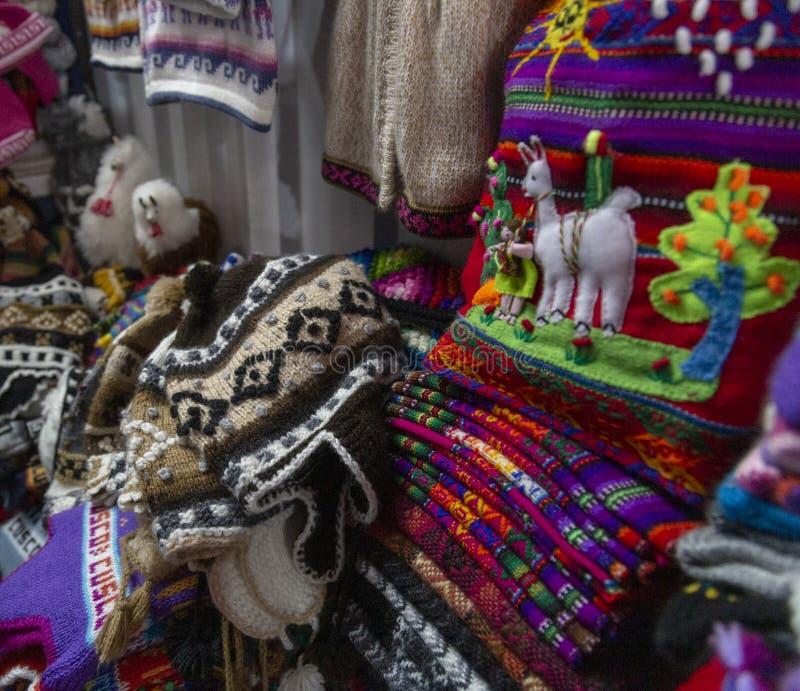 Figura fatta a mano peruviana dettaglio del tessuto immagine stock