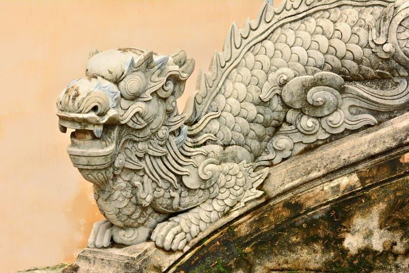 Figura gastada-abajo del dragón foto de archivo