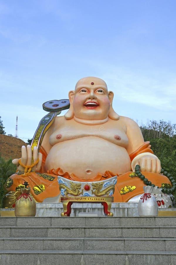 Figura gorda da Buda no parque da cidade de Hat Yai, Tailândia imagem de stock royalty free
