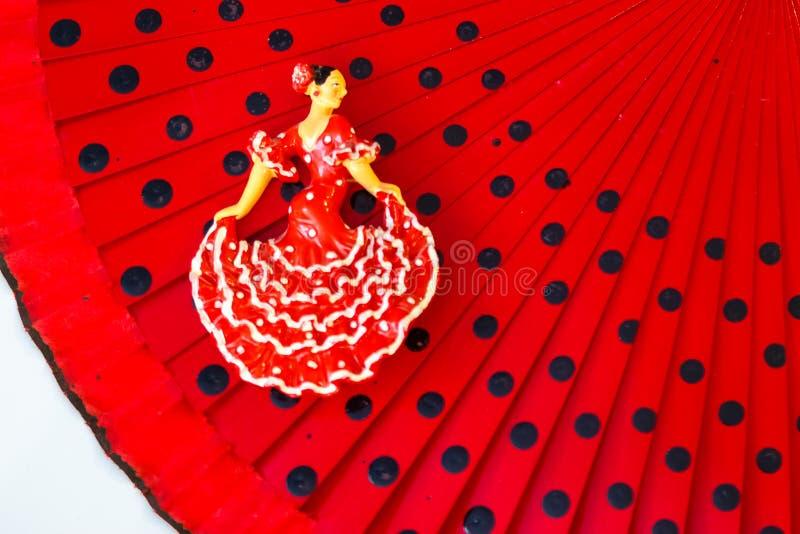 Figura miniatura di un ballerino congiuntamente alle cose delle donne immagini stock