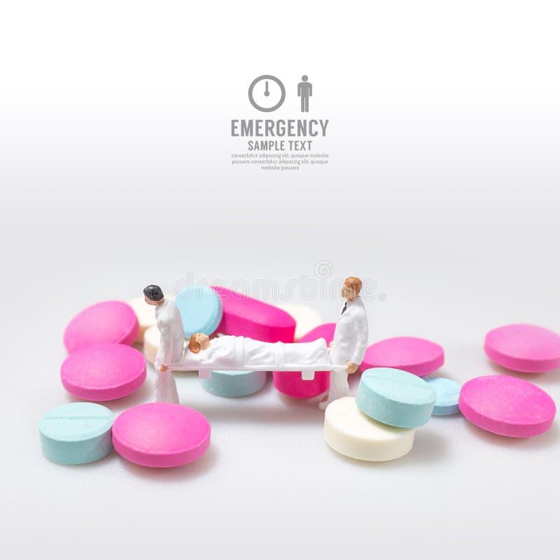 Figura miniatura emergenza dell'infermiere maschio di salute di concetto fotografia stock