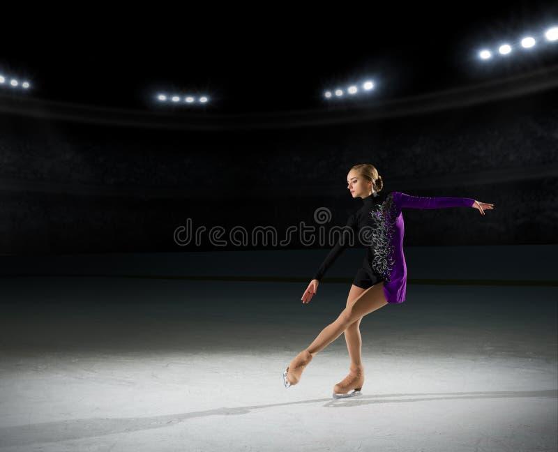 Figura patinador de la chica joven fotografía de archivo