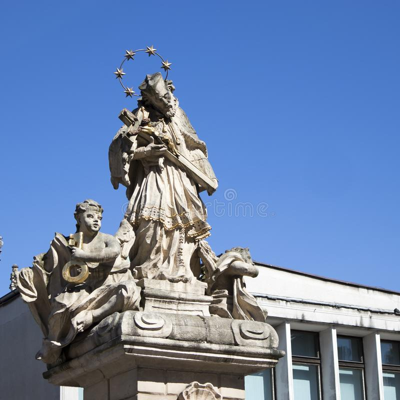 Figura St John di Nepomuk sul vecchio quadrato del mercato immagini stock libere da diritti
