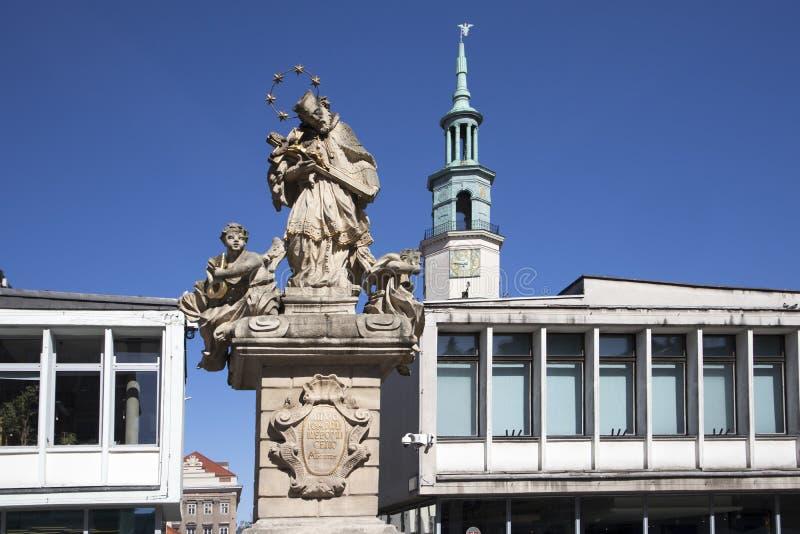 Figura St John di Nepomuk sul vecchio quadrato del mercato fotografia stock libera da diritti