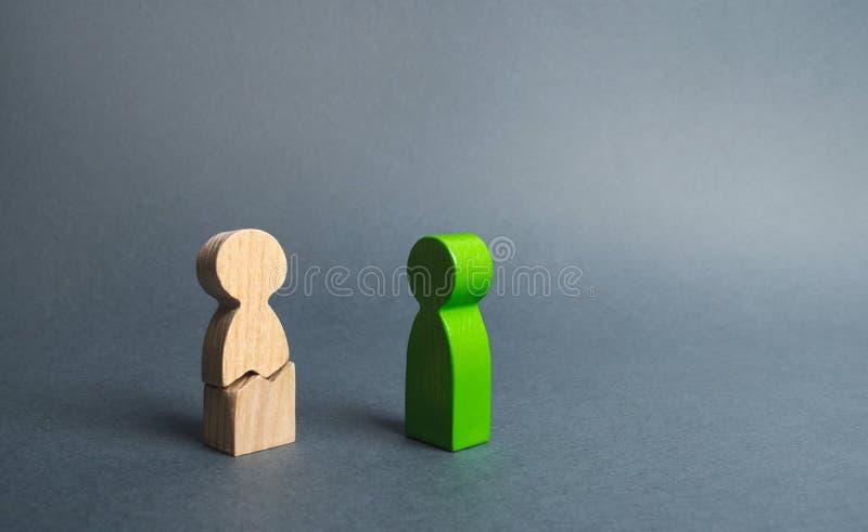 A figura verde dos contatos da pessoa à figura rachada da pessoa Auxílio e apoio psicológicos, reabilitação foto de stock royalty free