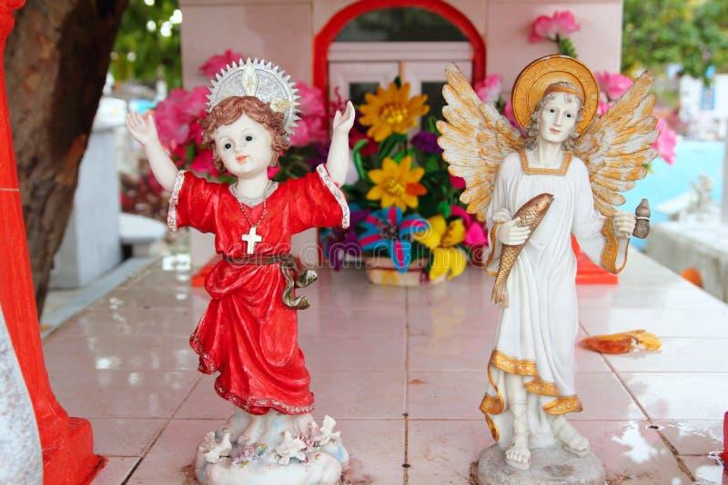 Figuras católicas de los santos del ángel del cementerio del Caribe fotos de archivo libres de regalías