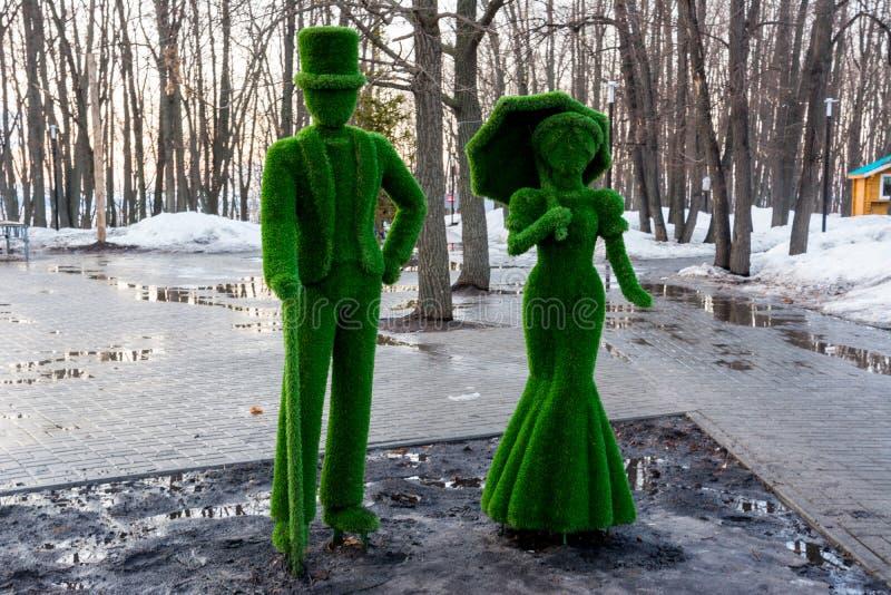 Figuras da grama Senhora e cavalheiro Mola adiantada imagens de stock royalty free