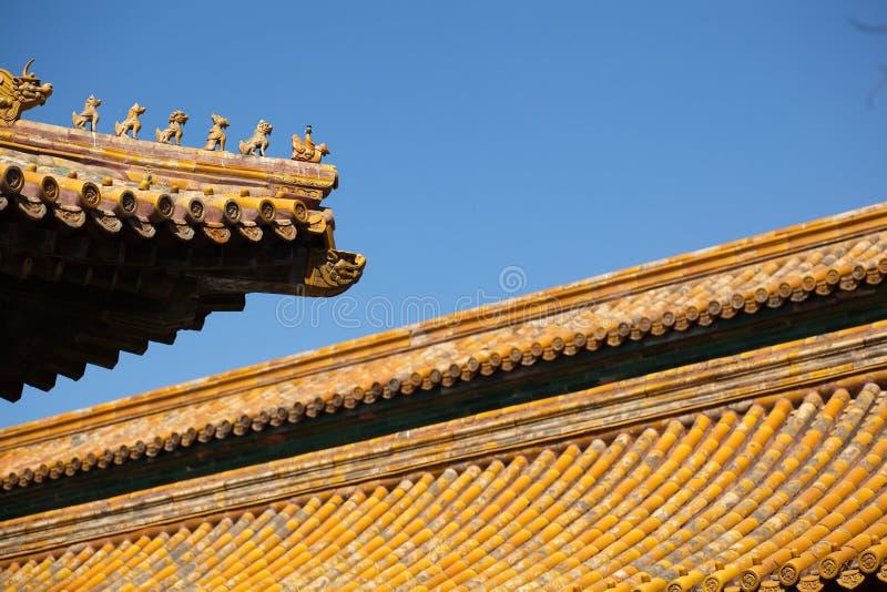 Figuras de animales en el tejado de la ciudad Prohibida en Pekín imagenes de archivo