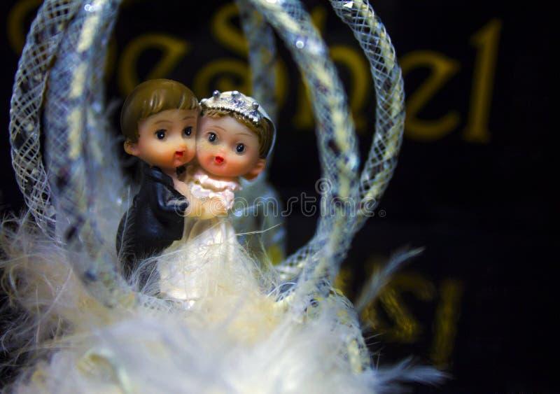 Figuras de la boda de la novia y del novio fotografía de archivo libre de regalías