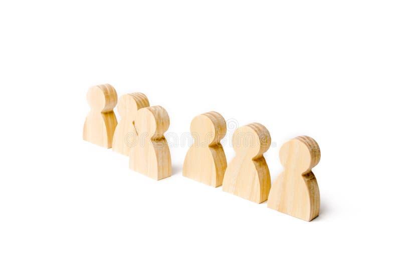 Figuras de madeira do suporte dos povos na formação Candidato, eleito empregado, o melhor de tudo Seleção, a escolha do talento fotos de stock