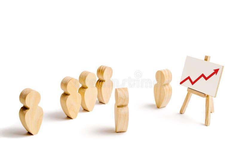 Figuras de madera del soporte de la gente en la formación y escuchar su líder Entrenamiento del negocio, informe y discurso inspi foto de archivo