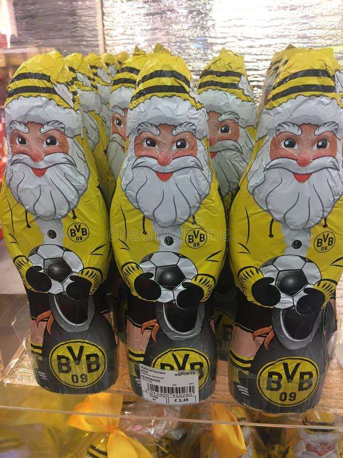 Figuras de Santa Claus del chocolate de BVB Dortmund fotografía de archivo