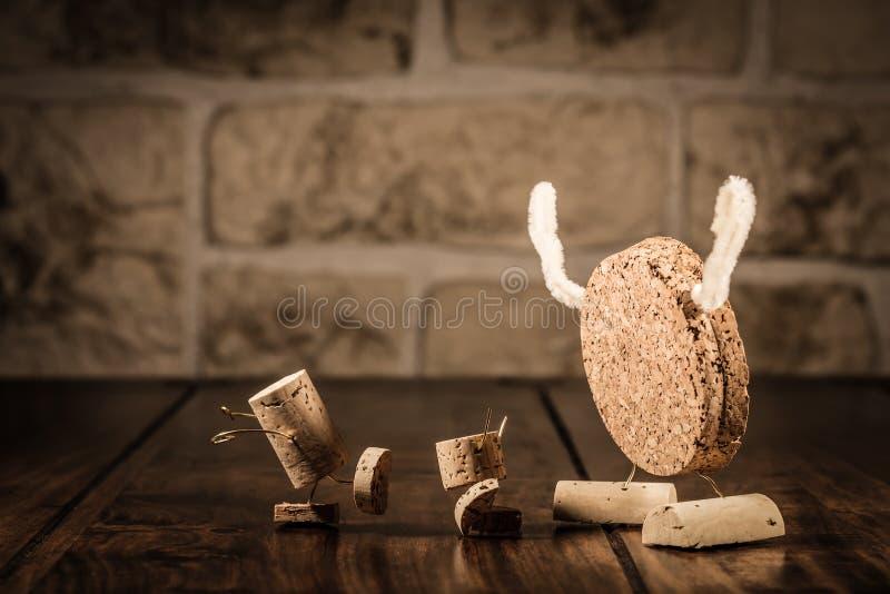 Figuras del corcho del vino, coco del concepto y niños fotos de archivo libres de regalías