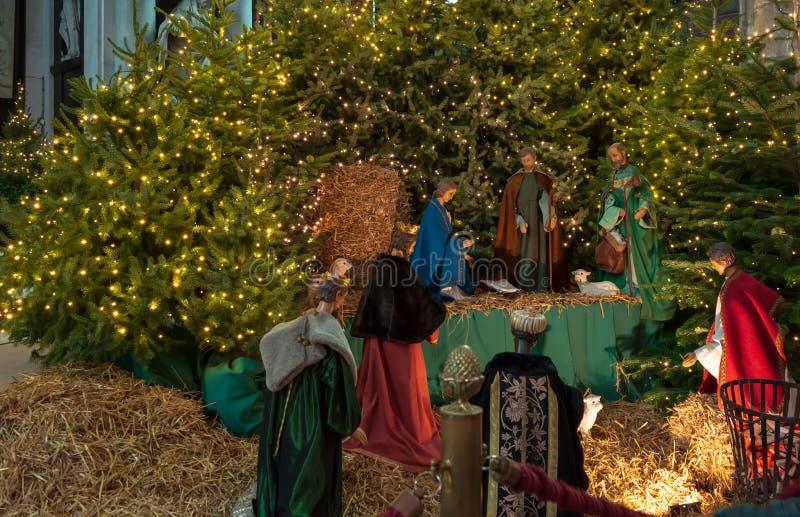 Figuras del objeto expuesto de la escena de la natividad en el santo Bavo Cathedral imagen de archivo libre de regalías