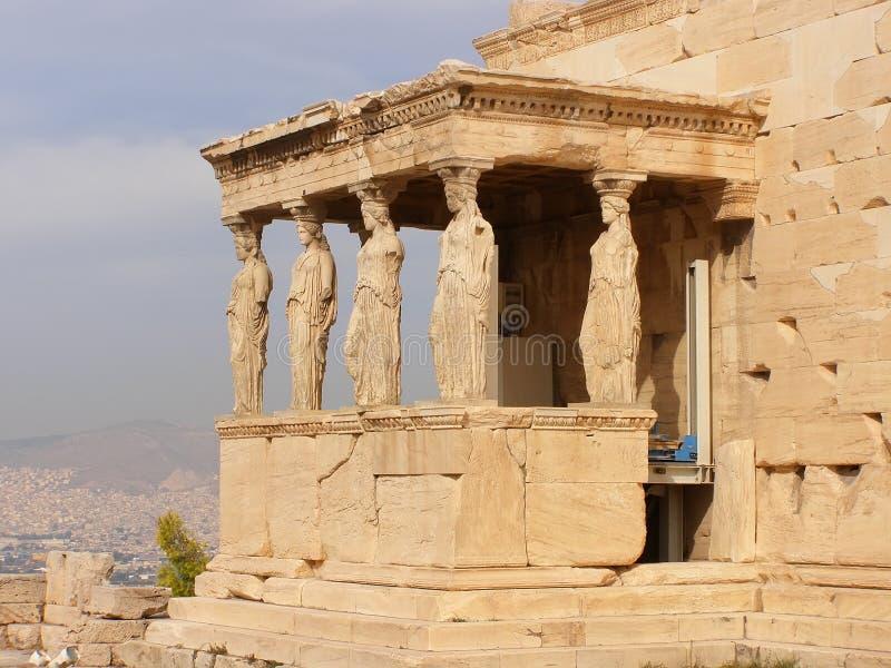 Figuras do patamar da cariátide do Erechtheion na acrópole em Atenas fotos de stock royalty free