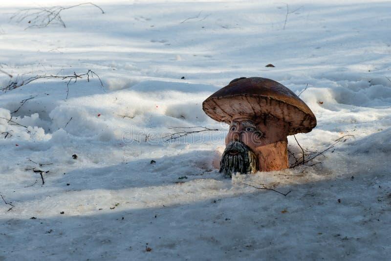 Figuras do projeto da paisagem na floresta do inverno foto de stock royalty free