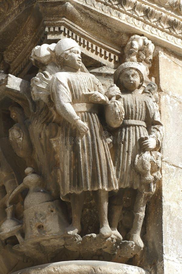 Figuras en las capitales del palacio del rector imagen de archivo