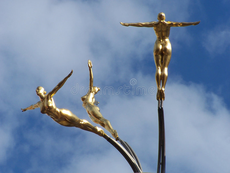 Download Figure dell'oro fotografia stock. Immagine di circus, cielo - 205840