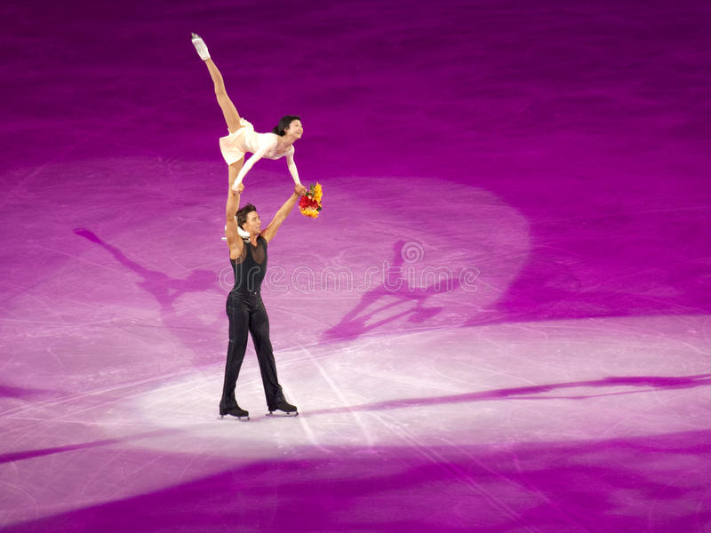 Figure gala olympique, Kavaguti et Smirnov de patinage images libres de droits