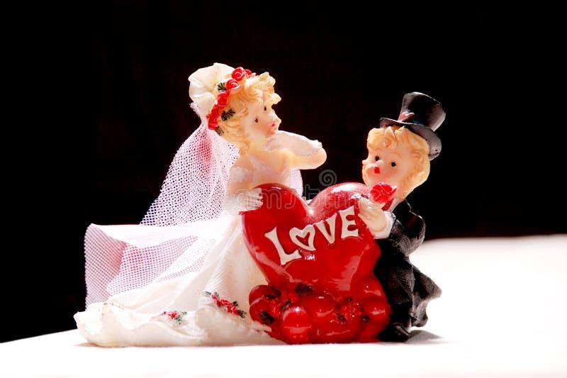 Figures en céramique des nouveaux mariés image stock