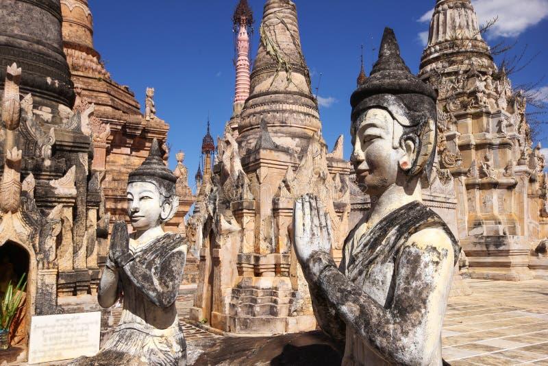 Figures et stupas dans Kakku, Myanmar photos libres de droits