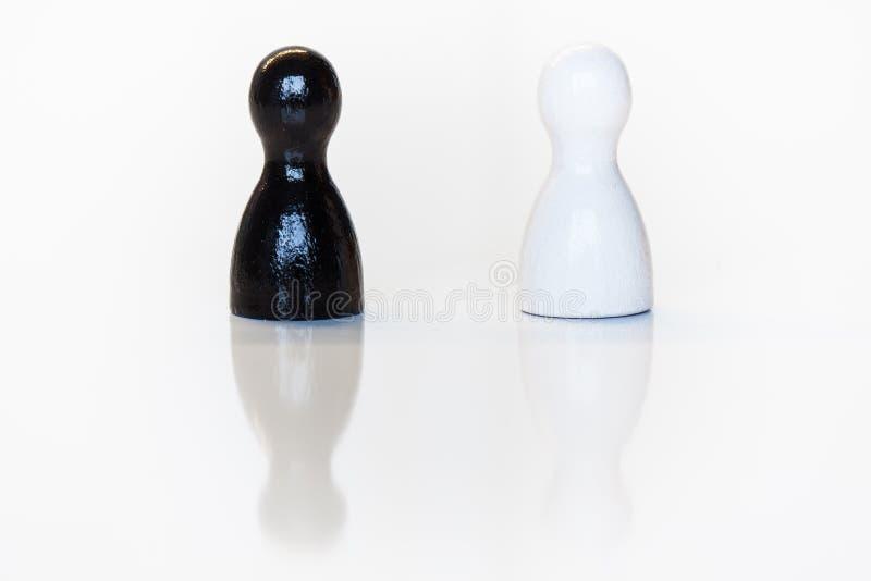 Figurina in bianco e nero del giocattolo, concetto di diversità fotografia stock libera da diritti