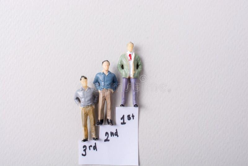 Figurina minuscola del modello degli uomini in vista fotografia stock libera da diritti