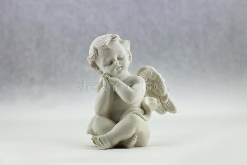 Белый керамический Figurine иллюстрации Анджела стоковая фотография
