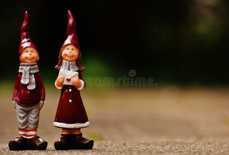 Figurine, гном сада, орнамент лужайки, традиция стоковые изображения