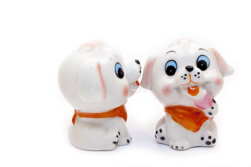Figurine en céramique de deux chiens photos libres de droits