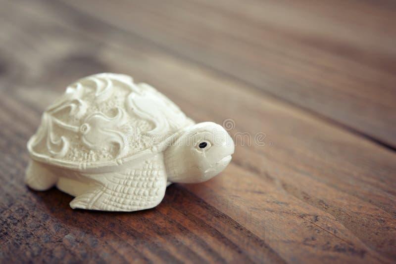 Figurine en céramique de tortue photographie stock libre de droits