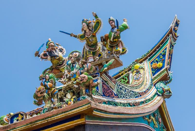 Figurine no telhado chinês do templo fotografia de stock royalty free