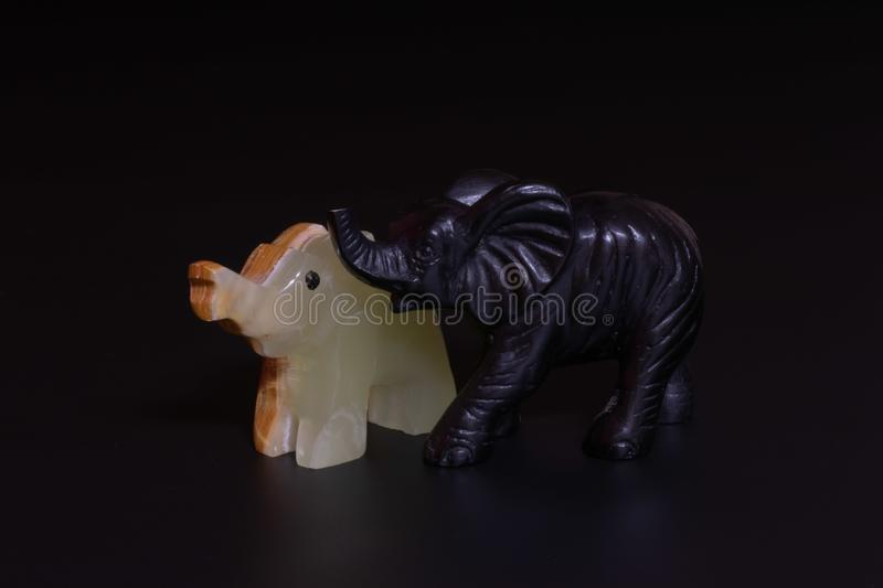 figurines d'éléphants images libres de droits